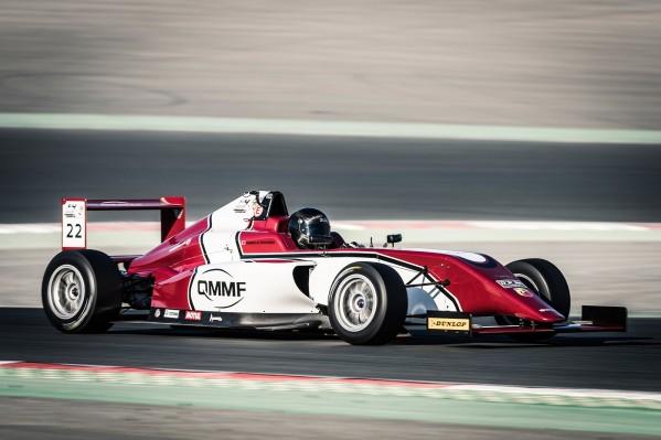 أبردين يحقق فوزاً مبكراً في الفورمولا 4 بينما تتقاسم الفرق المحلية المركز الثالث