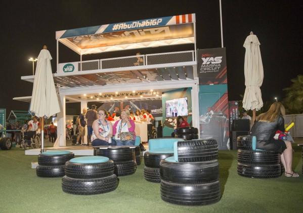 حلبة مرسى ياس تستخدم قطع السيارات الزائدة من مدرسة ياس لسباقات في تصميم الأثاث المستوحاة من عالم رياضة السيارات