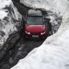 رينج روڤر سبورت تتألق في تحدٍّ قوي بمواجهة منحدر تزلج ثلجي خطير