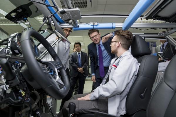 """""""نيسان"""" تجري الاختبار الأول للسيارات ذاتية القيادة على الطرق العادية في أوروبا"""
