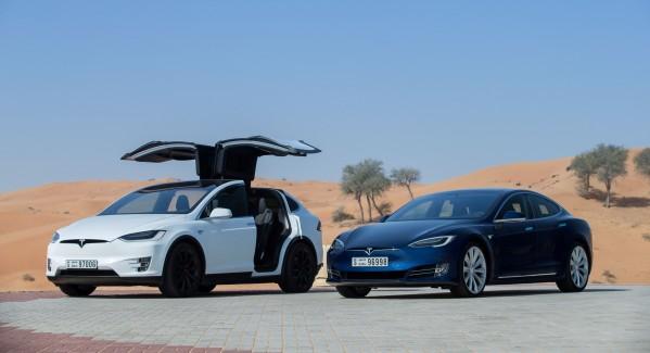 """تسلا تنطلق في الإمارات بسيارتي""""موديل أس"""" و""""موديل إكس"""""""