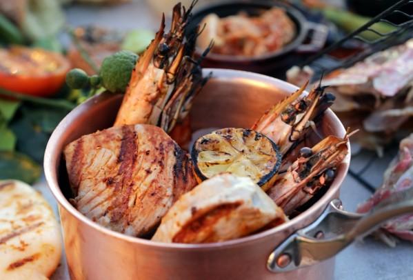 مطعم عافية في فندق تريدرز أبوظبي يطلق حفلات شواء جديدة على شاطئ البحر