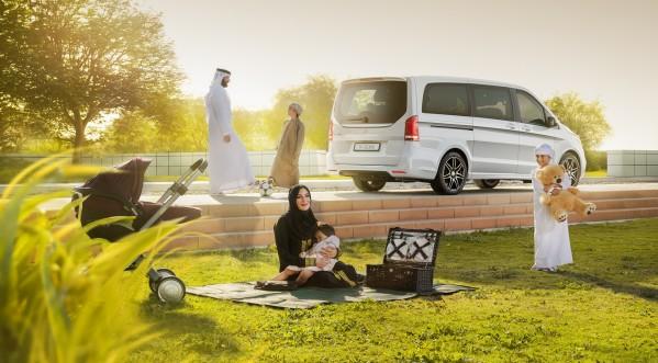 مرسيدس-بنز الفئة-V تقدم للعائلات في الإمارات الحل المثالي للقانون الإلزامي الجديد لمقاعد الأطفال في السيارة
