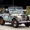 """""""لاند روڤر"""" تبدأ احتفالات الذكرى السنوية السبعين لتأسيسها بترميم سيارة رباعية الدفع تعود لعام 1948"""