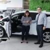 الكندي للسيارات تبيع أول سيارة شيفروليه بولت EV كهربائية أول سيارة بولت EV تباع في دبي