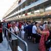 الآلاف من عشاق الفورمولا1 من جميع أنحاء العالم يتطلعون على استعدادات فرق الفورمولا1® ويأخذون لمحة عن السائقين قبل انطلاق النسخة العاشرة من سباق جائزة أبوظبي الكبرى