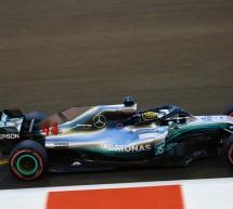 لويس هاملتون يتوج بالمركز الأول في سباق الذكرى السنوية العاشرة لجائزة الاتحاد للطيران الكبرى للفورمولا 1® في أبوظبي