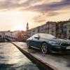 """متعة قيادة لم تُختبر من قبل: رحلة عبر """"كانال غراند"""" في البندقية بسيارة BMW الفئة الثامنة كوبيه الجديدة"""