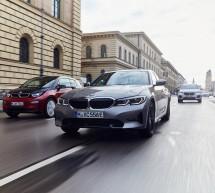 سيارة BMW 330e سيدان الجديدة: التصميم الأكثر رياضية والأداء الأعلى كفاءة مع تقنية eDrive المتقدمة من BMW.