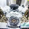 محرك Aston Martin Valkyrie من نوع V12 يرتقي بعزم دوران السيارة الخارقة ليبلغ 11,100 دورة بالدقيقة