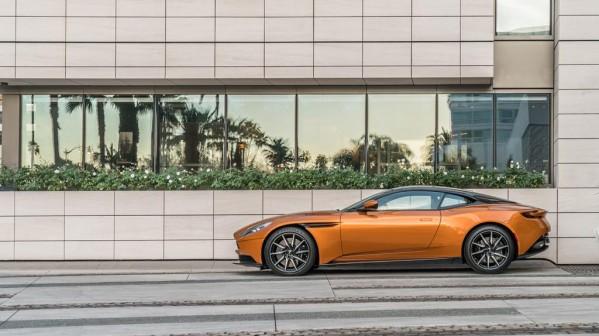 Aston Martin وWaldorf Astoria: حيث يلتقي الأداء الرفيع للسيارات الرياضية مع أرقى مستويات الخدمة والأناقة