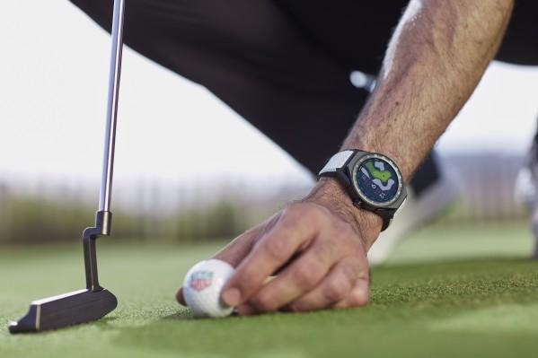 ساعة متصلة بالإنترنت في الملعب وخارجه: تاغ هوير TAGHeuer تطلق ساعةً وتطبيقًا لعشاق الغولف