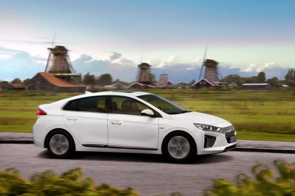 """هيونداي أيونيك الكهربائية تحصد تصنيف """"خمس نجوم"""" في أول برنامج لتقييم السيارات الصديقة للبيئة"""