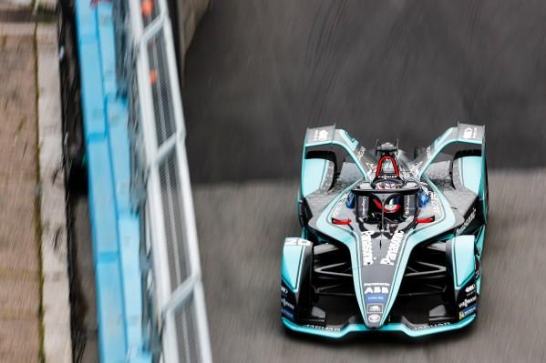 """ميتش إيفانز يحقق أول فوز في سباق """"فورمولا إي"""" لفريق """"باناسونيك جاكوار"""" في روما"""