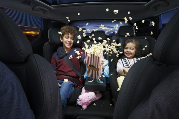 """الأطفال يتسبّبون بتشتّت انتباه الأهل أثناء القيادة وبالخطر على الطرقات بحسب """"نيسان"""""""
