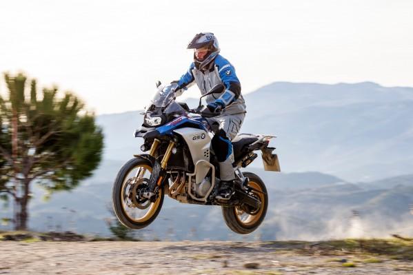 سائقا فريق المركز الميكانيكي للخليج العربي لدراجات BMW موتوراد يمثلان دبي ضمن فريق الشرق الأوسط المشارك في بطولة جي إس تروفي 2020