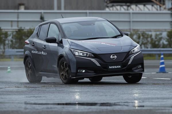 """""""نيسان"""" تصنع سيارة كهربائية اختبارية بمحرّك مزدوج وتكنولوجيا تحكّم كليّ الدفع   تطوير أداء السيارة الكهربائية بفضل تكنولوجيات جديدة ستضاف إلى الجيل المقبل من سيارات """"نيسان"""" الكهربائية"""