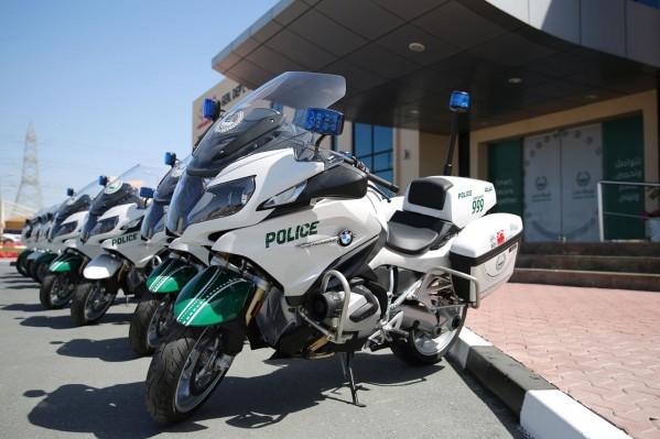 شرطة دبي تدعم أسطولها بعشر دراجات نارية من طراز BMW Motorrad R1250RT-P