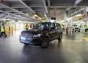 """خروج أول سيارة رينج روڤر مصنّعة وفق قواعد التباعد الاجتماعي   من خط إنتاج """"جاكوار لاند روڤر"""" في سوليهل"""