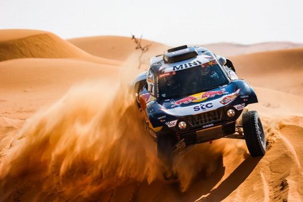 ساينز يعود للانتصارات في المرحلة السادسة من داكار السعودية 2021 وسيطرة روسية في الشاحنات