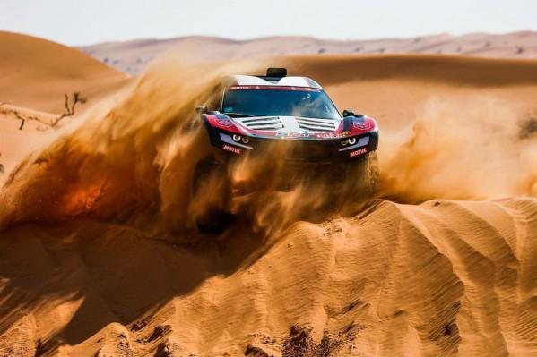 """في المرحلة الخامسة من رالي داكار السعودية 2021 جنوب إفريقيا تتصدر """"فئة السيارات"""".. والأرجنتيني """"كيفن"""" يفوز في الدراجات النارية رغم الإصابة"""