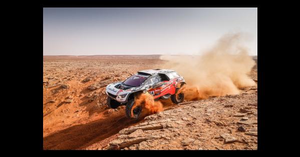 في الجولة العاشرة من رالي داكار السعودية 2021 الراجحي يفوز في السيارات وخروج اضطراري من الرالي لمتصدر الدراجات النارية