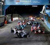 """في السباق الليلي الذي شهدته الدرعية..الهولندي """"دي فريز"""" بطلاً للجولة الافتتاحية من سباق فورمولا إي الدرعية 2021"""