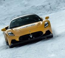 مازيراتي MC20 تسجل أداءً قوياً على الطرقات الثلجية