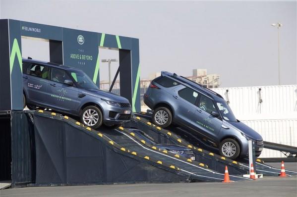 الطاير للسيارات تستضيف جولة قيادة تجريبية لسيارات  جاكوار ولاند روڤر في دولة الإمارات