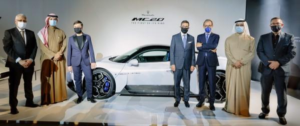 الإمارات أولى المحطات الإقليمية لسيارة مازيراتي MC20 الجديدة الطاير للسيارات هي أول وكالة تطلق السيارة الرياضية الخارقة في المنطقة